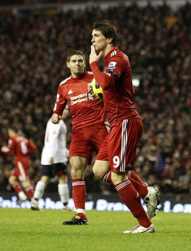 Fernando Torres वॉलपेपर possibly containing a fullback, a सॉकर player, and a आगे titled Nando - Liverpool(2) vs Bolton Wanderers(1)