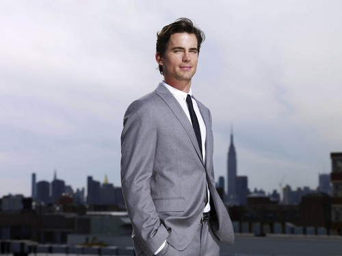 White collier fond d'écran containing a business suit, a suit, and a three piece suit called Neal Caffrey