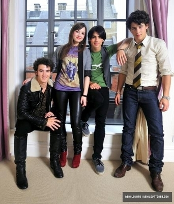 Demi Lovato wallpaper with long trousers, a well dressed person, and a pantleg called Photoshoot with Jonas Brothers