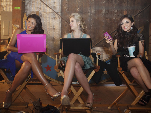 Pretty Little Liars ~ Homecoming Extras