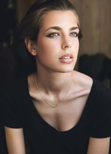 Prinzessin charlotte Casiraghi Hintergrund with a portrait entitled charlotte