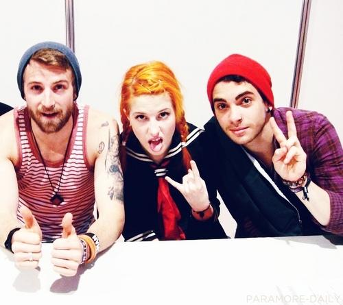 Paramore : )