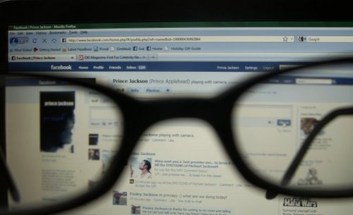 it says paris's glasses ..and this posers fb ....