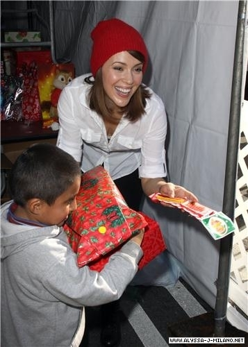 jennifer cinta hewitt hosts natal eve at the los angeles mission