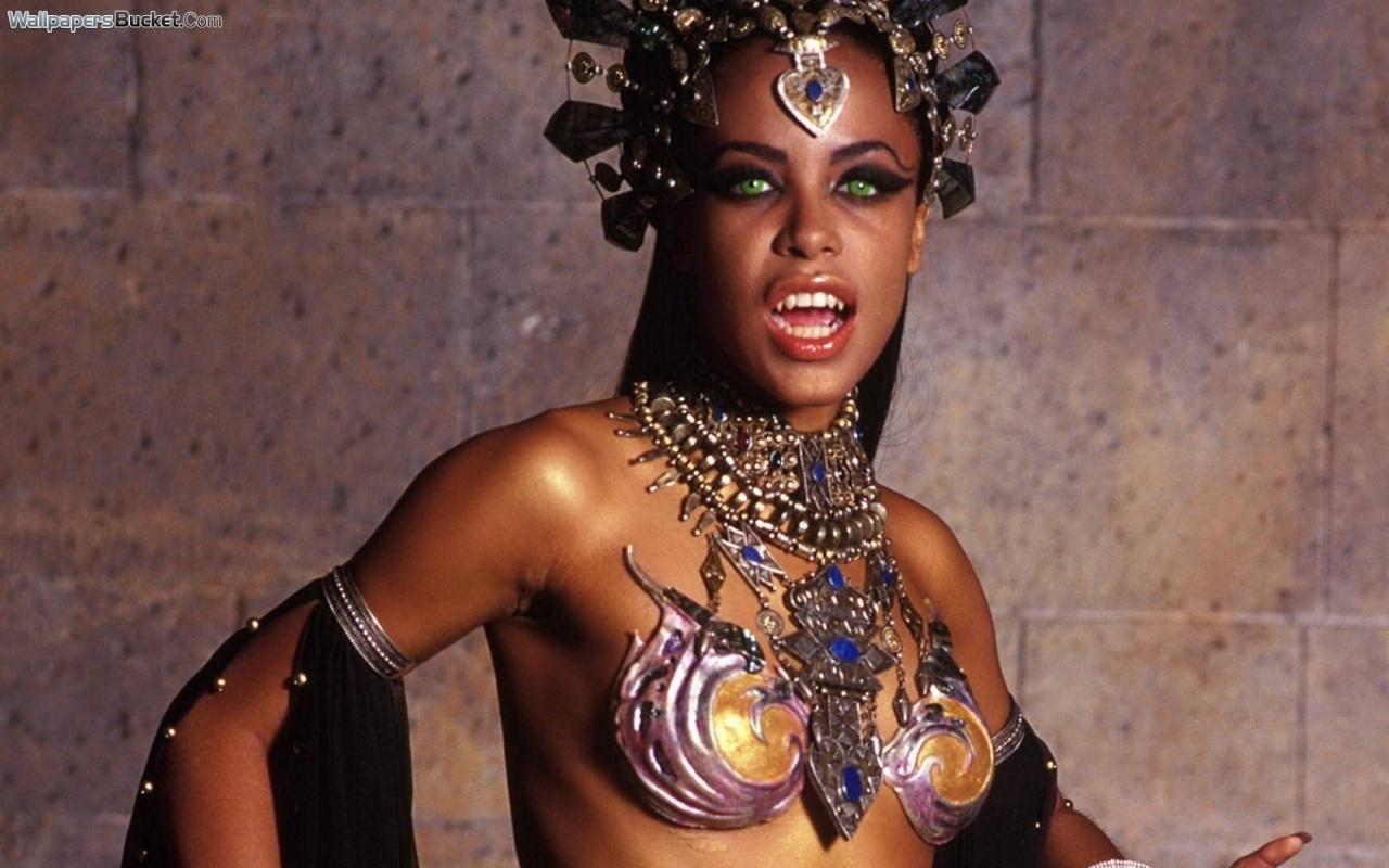 Aaliyah - Gallery Photo