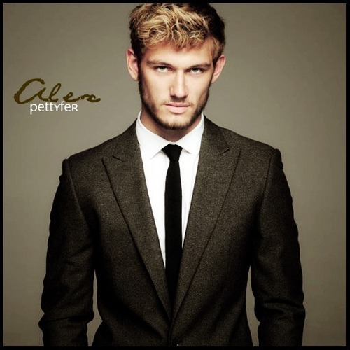 Alex Pettyfer fond d'écran containing a business suit, a suit, and a double breasted suit titled Alex Pettyfer.