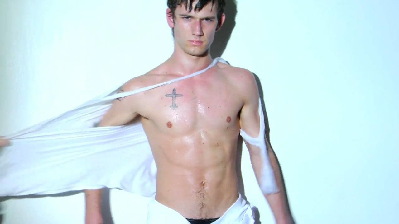 Alex pettyfer model nude