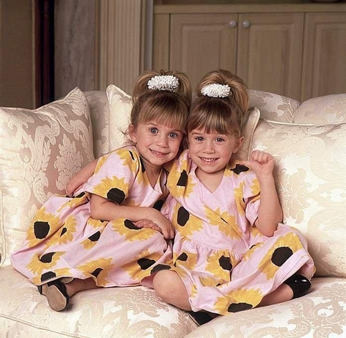 Mary-Kate & Ashley Olsen wallpaper probably containing a bathrobe titled Ashley Fuller and Mary-Kate Olsen