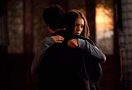 DAMON AND ELENA HUG!!!