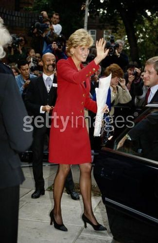 Prinzessin Diana Hintergrund containing a business suit entitled Diana With Patient