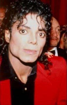 His eyes LMAO!!♥