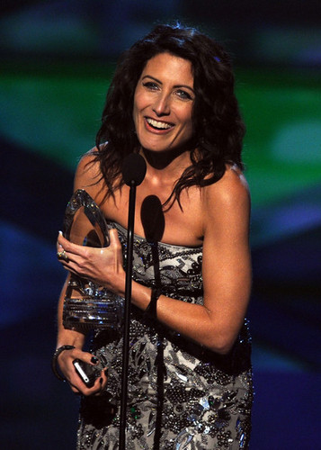 Lisa Edelstein Accepting the 2011 People's Choice Award for Favourite TV Drama Actress