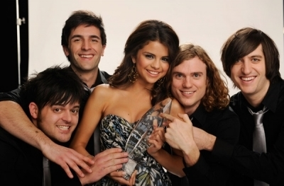 New portrait foto of Selena's photoshoot with the People's Choice Awards