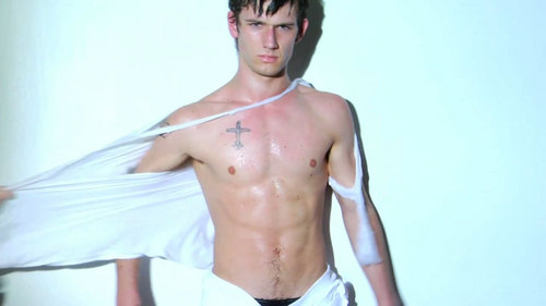Sexy Alex Pettyfer!!:D