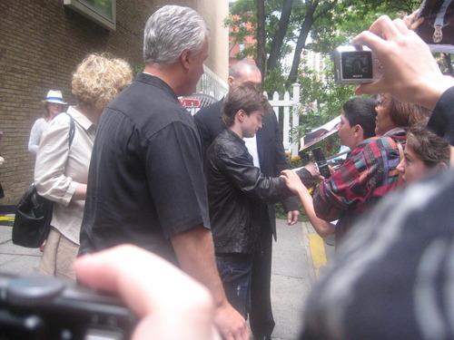 Signing Autographs at Regis & Kelly (07.09.09)