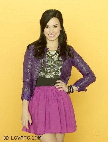 Demi Lovato wallpaper possibly with a cocktail dress, a gathered skirt, and a frock titled Sunny entre estrellas Photoshoot 2 Temporada