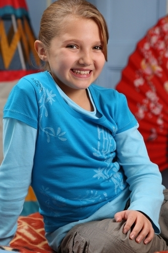 tracy beaker returns wallpaper possibly containing a leisure wear called TEE