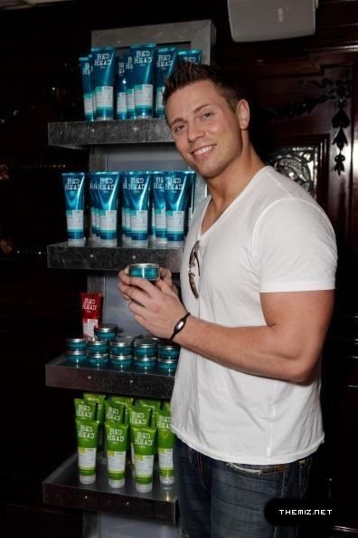 http://images4.fanpop.com/image/photos/18200000/the-Miz-wwe-18251744-396-594.jpg