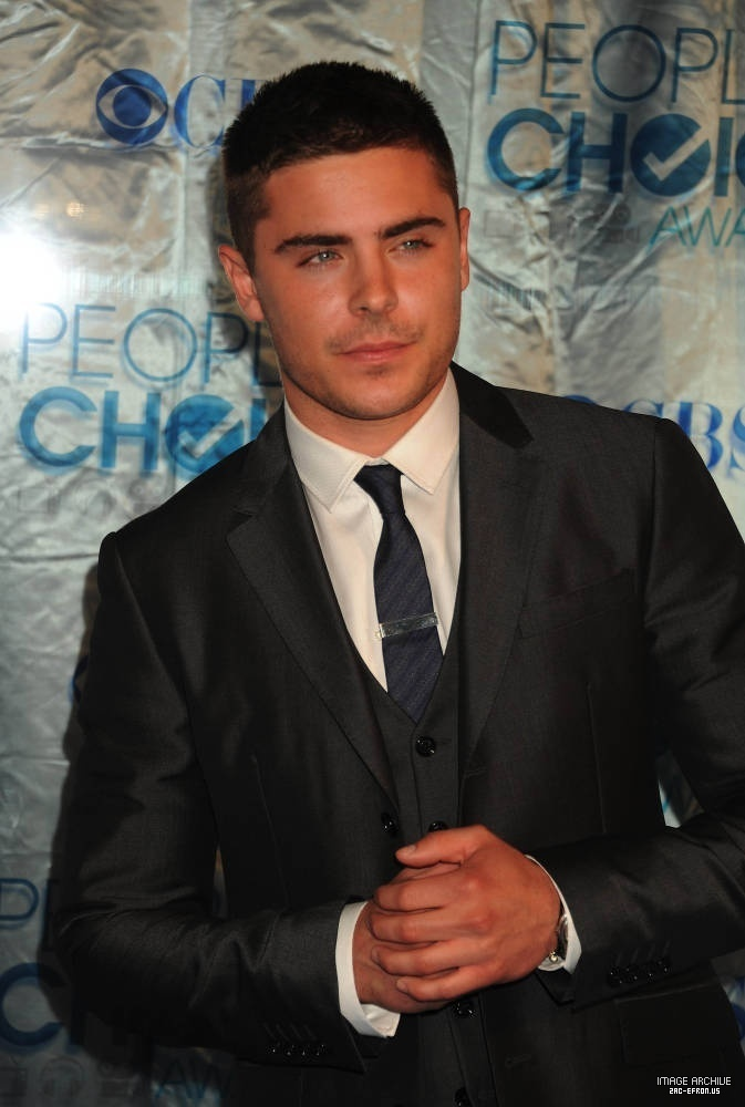 zac efron wallpaper 2011. zac efron wallpaper rolling