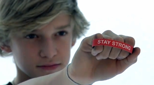 Cody & his 'Stay Strong' braclet - cody-simpson photo