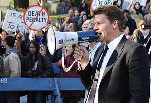 David Boreanaz Directs Gravedigger Demise