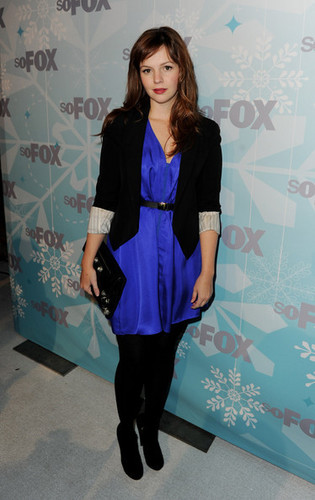 Amber Tamblyn achtergrond with a well dressed person called vos, fox 2011 Winter All-Star Party in Los Angles, January 11, 2011