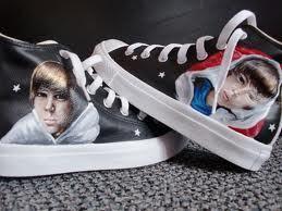 Justin Bieber kertas dinding titled Justin Bieber Shoes