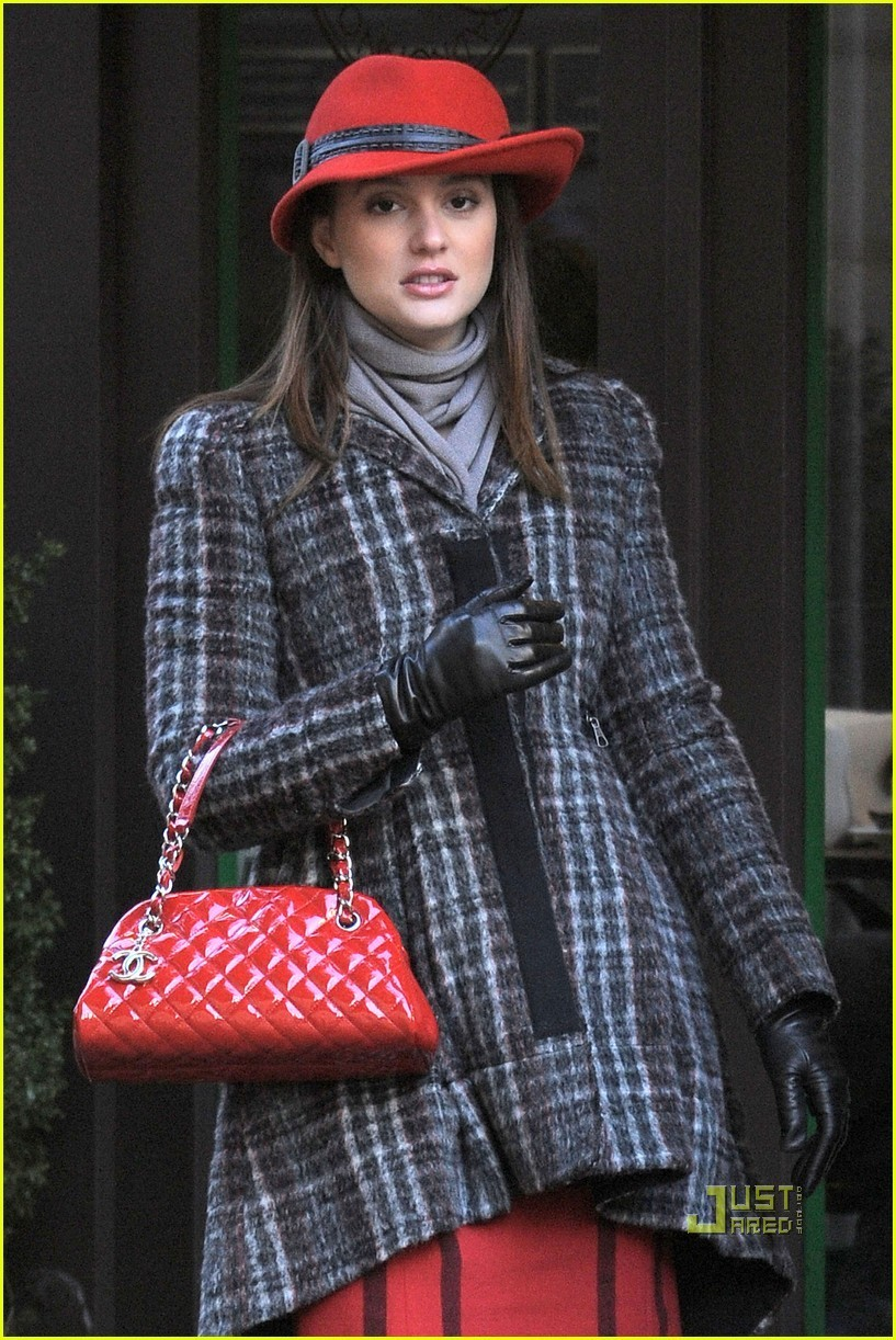 Leighton Meester Penn Badgley Park Avenue Actors gossip girl 18332106 817 1222 Skirts, stockings and pantyhose are Megan's favorite pieces of clothes and ...