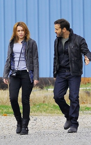 """Miley on set """"So Undercover"""""""