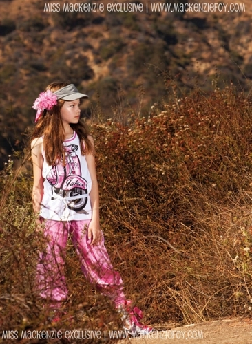 New fotos Of Mackenzie Foy From Monnalisa Photoshoot!