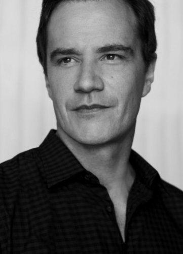 Peter Burke- Cast Promo fotos
