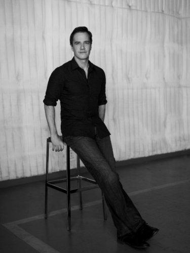 Peter Burke- Cast Promo foto