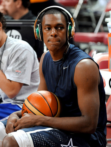 Rajon Rondo Hintergrund with a basketball, a dribbler, and a basketball player titled Rajon Rondo