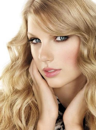 Taylor pantas, swift - Photoshoot #124: Allure (2010)