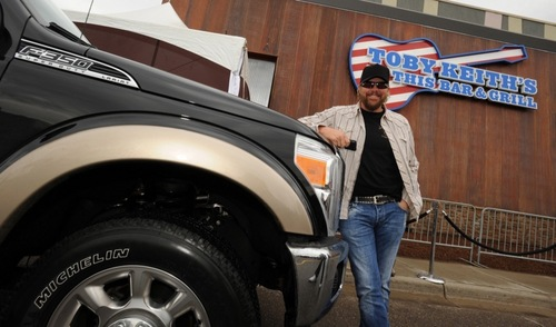 Toby Keith वॉलपेपर with Ford Truck