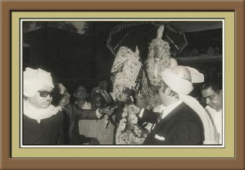 Wedding procession of bollywood étoile, star Rajesh Khanna in Bombay on July 30, 1973.