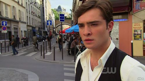 Robert Pattinson vs Ed Westwick fondo de pantalla with a calle and a business suit entitled chuck bajo