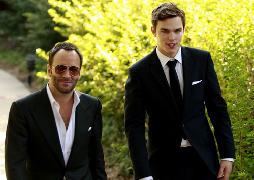 Nicholas Hoult wallpaper containing a business suit, a suit, and a two piece entitled nick hoult