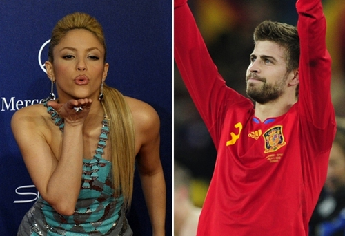 Shakira wallpaper titled shakira kiss piqué