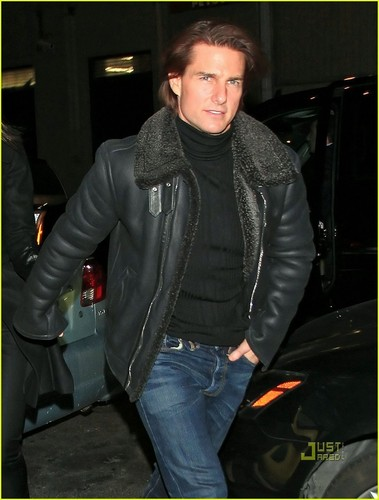 Tom Cruise achtergrond possibly containing a hip boot and an outerwear titled tom cruise 2011