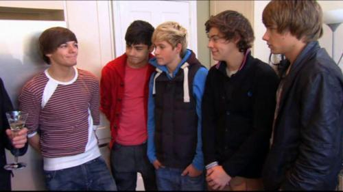 1D = Heartthrobs (Visiting Their Homes B4 The Final Показать Of X Factor) 100% Real :) x