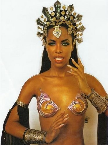 Aaliyah achtergrond probably containing a six pack and skin entitled Aaliyah as Akasha - Queen Of The Damned