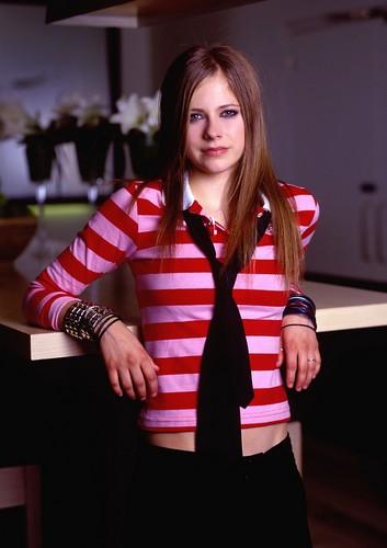 Avril Lavigne - Photoshoot #007: Renaud Corlouer (2002)