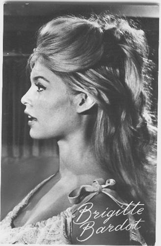Brigitte Bardot karatasi la kupamba ukuta with a portrait titled Brigitte Bardot