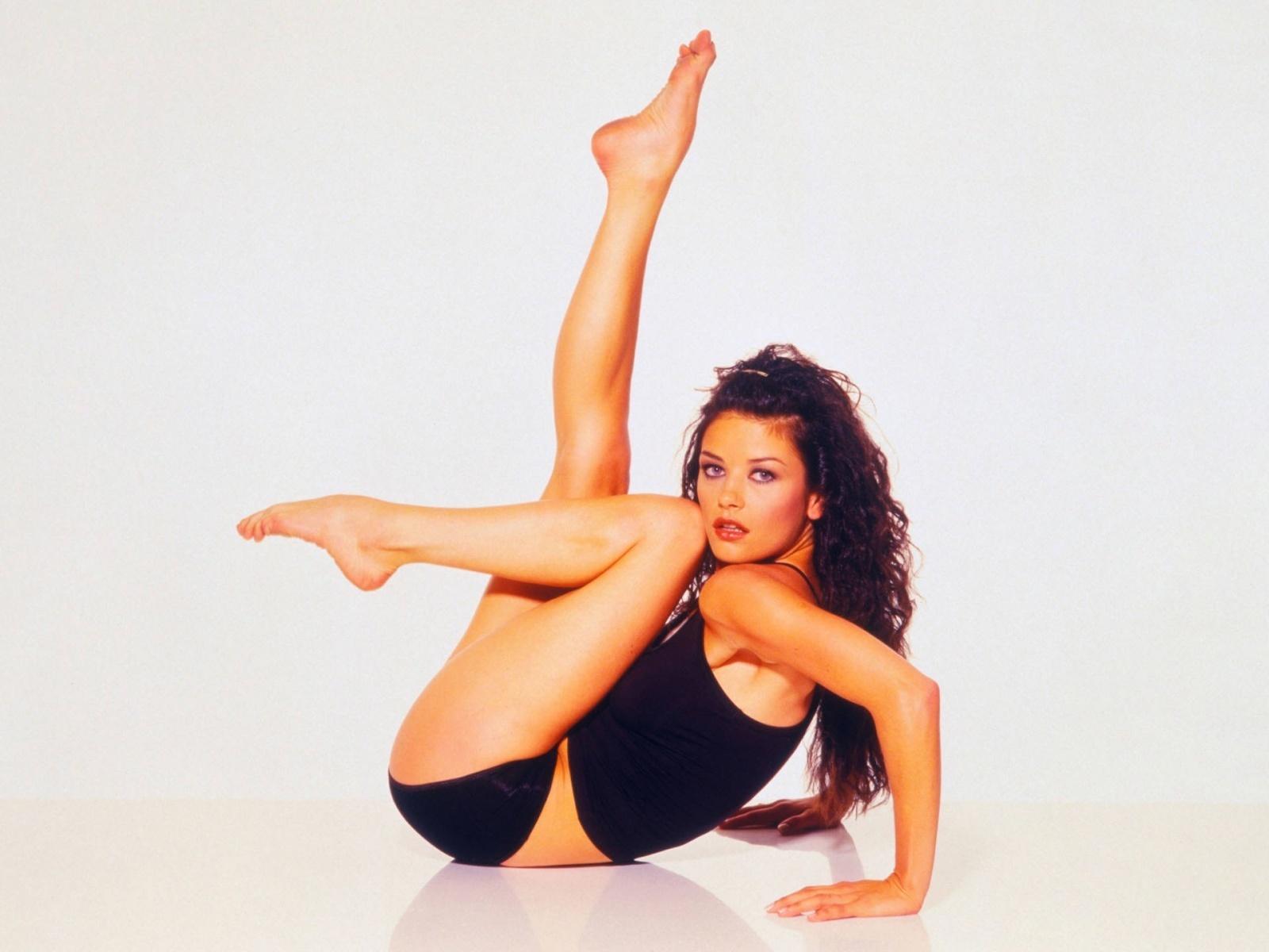 Catherine Zeta Jones Images, Videos and Sexy Pics