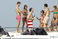 Gerard Piqué fun in beach big picture