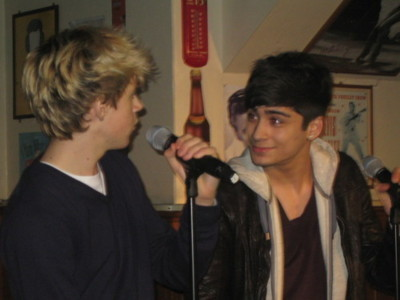 Irish Cutie Niall & Sizzling Hot Zayn (How Cute R They?) 100% Real :) x