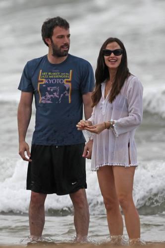Jen, Ben, & The Girls in Hawaii 1/1/11