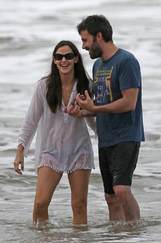 Jen, Ben, & The Girls in Hawaii 1/1/11