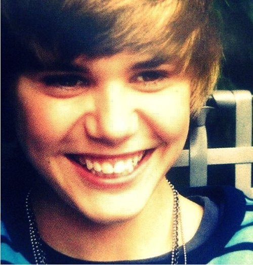 justin bieber cutest pics. Justin#39;s cute smile lt;3